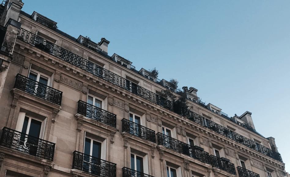 'Paris is always a good idea'. Want eerlijk, wat is er nu fijner dan verdwalen in eindeloze smalle straatjes, minimaal vijf bakkers in een straal van 100 meter tegenkomen, op terrasjes met gevlochten stoelen neerploffen en om 12:00u een glas vin blanc bestellen? Beleef Parijs als een Parisienne. Tips vind je hier!