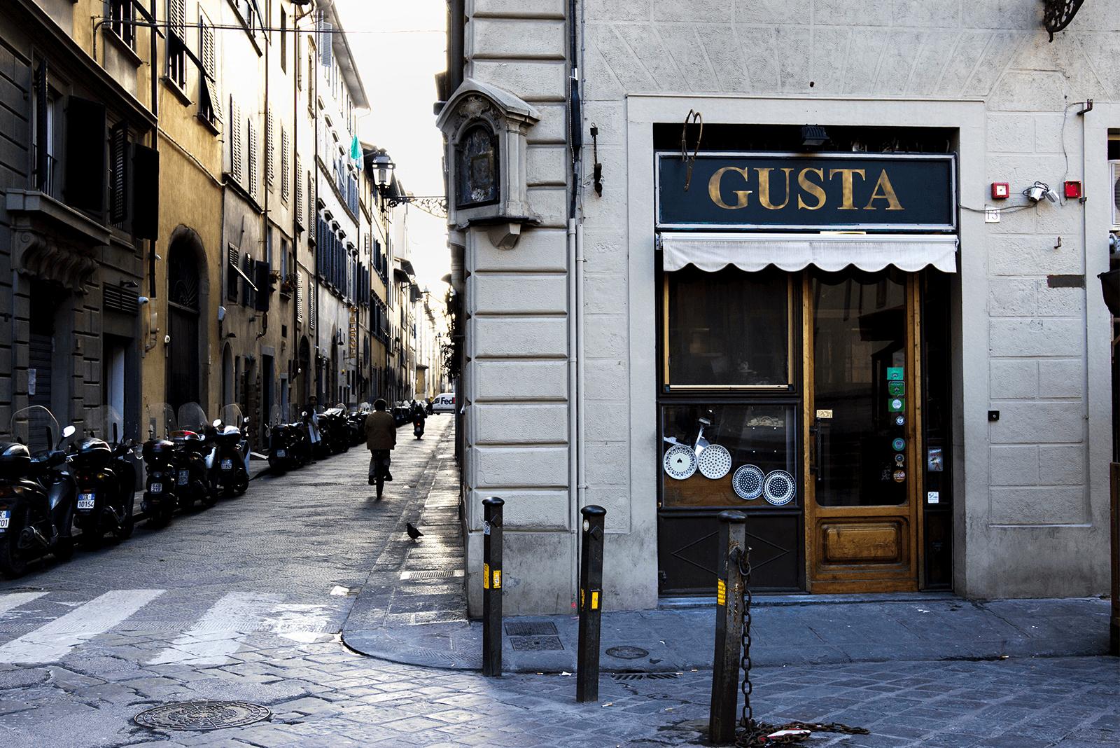 eten-in-florence. Staat er een citytrip naar de Italiaanse stad Florence in je agenda? Dit zijn de leukste eetspots in Florence die je niet wilt missen tijdens deze trip! Op zoek naar een bijzondere wijnbar or lunchplek? Deze hebben we ook voor je opgezocht!