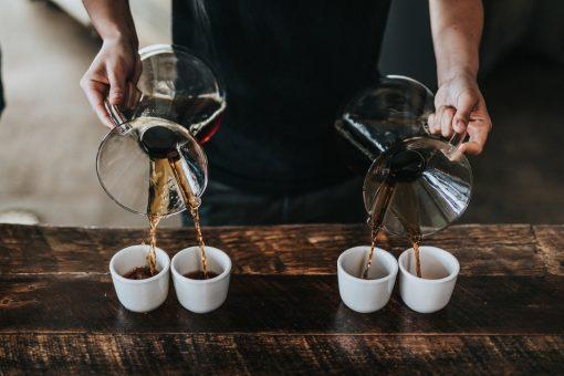 Aankomend weekend wordt de Westergasfabriek omgetoverd tot één grote en spectaculaire koffiebar. Yes koffieliefhebbers, van 9 tot 11 maart 2018 vindt alweer de 5e editie van The Amsterdam Coffee Festival plaats. Hier vermaken liefhebbers en professionals zich met 200 soorten koffie, street food, kunst, shoppen en workshops. koffie festival, ACF, koffie drinken, koffie feest, coffee casting, coffee workshop, drink coffee