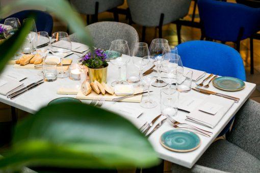 Restaurant PRESSROOM, de fine-dining spot van het INK Hotel in Amsterdam, lanceert binnenkort een gloednieuwe kaart. En weet je wat leuk is? Girls Who Magazine heeft een greep uit dit nieuwe concept al mogen proeven. Chef Ian O'Reilly maakte de ''Proefdruk'' met passie voor ons klaar in de open keuken. Tijdens dit intieme diner werden de fantastische wijnen geschonken door Ruth Engels; F&B Professional van het jaar.