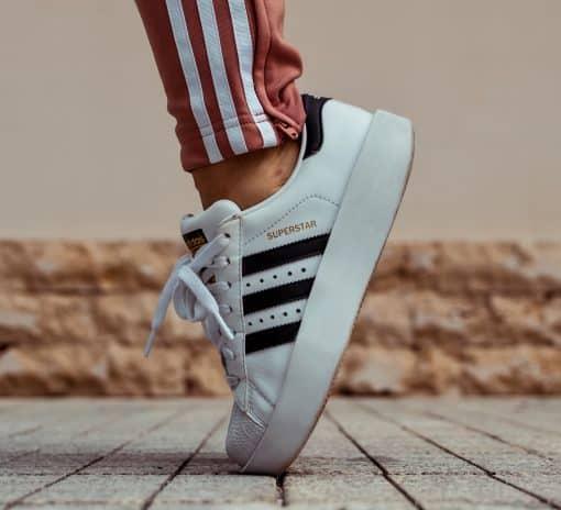 Zo houd je je witte sneakers wit. Witte schoenen schoonmaken. Witte sneakers schoonmaken tips