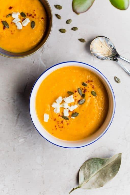 Het wordt weer kouder in Nederland. Dus wij bij Girls Who Magazine hebben besloten dat het tijd om je op te warmen. Omdat de warme bouillon perfect oplossing is tegen een koud gevoel, hebben wij 16X gezonde soepen voor je klaar staan.