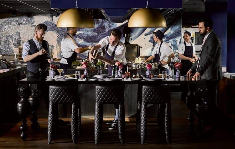 Diner retsaurant Bluespoon. Bluespoon Amsterdam. Amsterdam Andaz Hotel. Chiq dineren Amsterdam. Bluespoon restaurant en bar