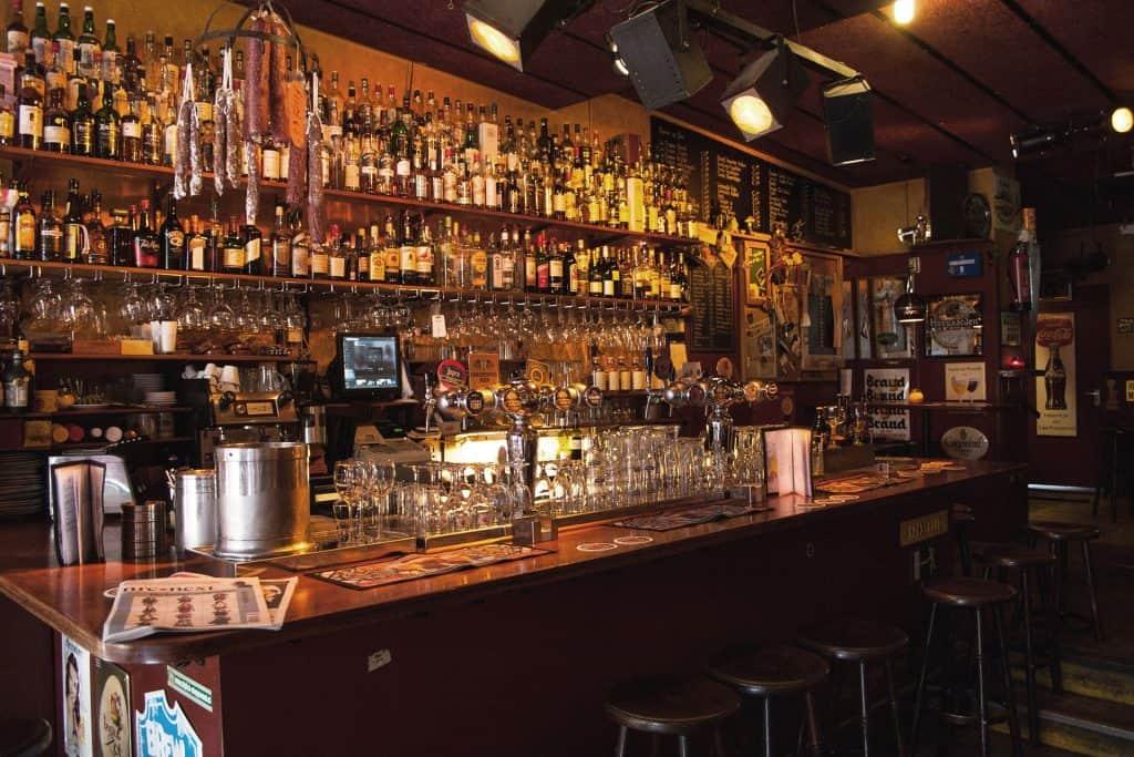 Leuke kroegen in Den Haag // borrelen in Den Haag // Terrassen in Den Haag // drankjes doen in Den haag // hotspots den Haag - borrelen in Den haag