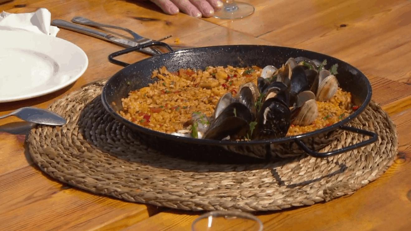 recept paella - herman den blijker - hermans pop up resaturant - aflevering 1 - kiki bosman - joost van den branden - zelf paella maken
